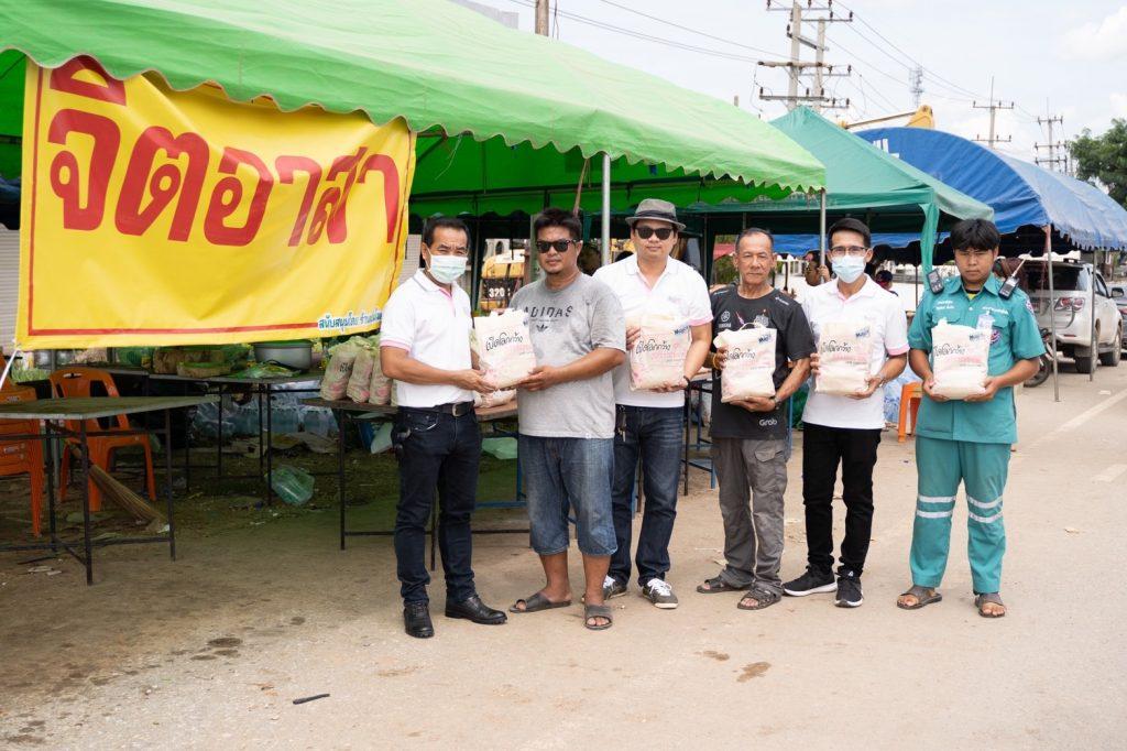 มูลนิธิ เมเจอร์ แคร์ ลงพื้นที่แจกถุงยังชีพ  ช่วยเหลือประชาชนที่ประสบอุทกภัยน้ำท่วมใน จ. สุโขทัย