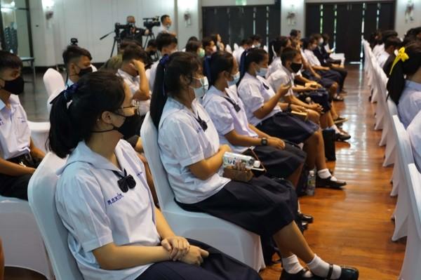 """เปิดตัวคู่มือรู้เท่าทันสื่อ ดึง """"ครู"""" ขับเคลื่อนสังคมไทย บรรจุเป็นหลักสูตรการศึกษาเพิ่มทักษะพลเมืองยุคดิจิทัล"""