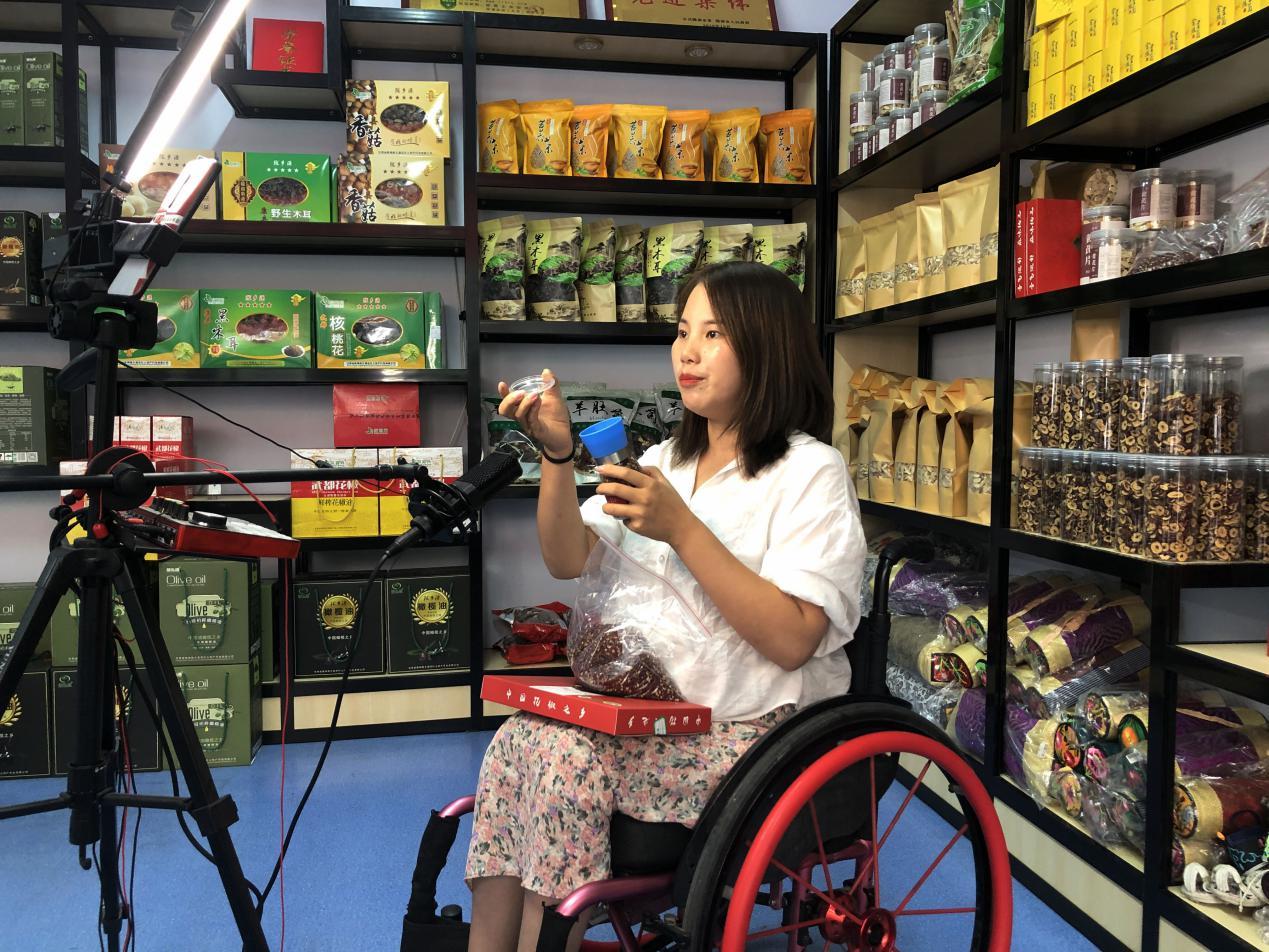 Across China: ความพิการไม่ใช่อุปสรรคในกระแสไลฟ์สตรีมมิ่งอันเฟื่องฟูของจีน