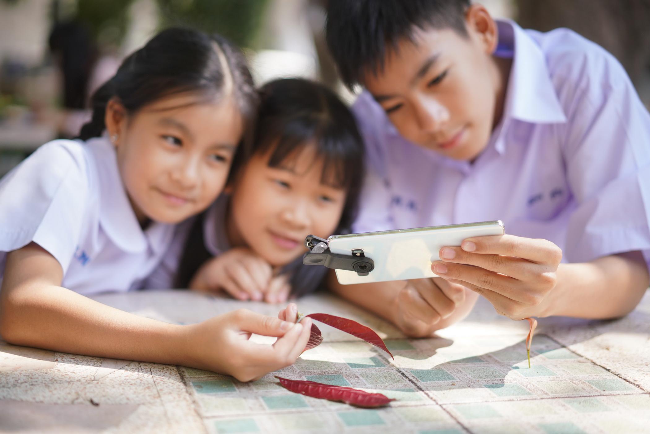 ซัมซุงร่วมสนับสนุนโครงการพัฒนากล้องจุลทรรศน์จากสมาร์ทโฟน โดยคณะวิทย์ จุฬาฯ ส่งเสริมการศึกษาวิทยาศาสตร์ใน 2,500 โรงเรียนชายขอบทั่วประเทศ